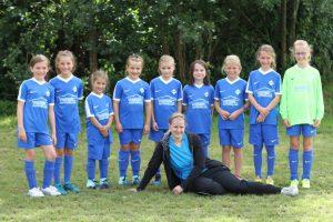 Die E-Jugend-Mädchen des SV Olewig mit ihren neuen Trikots.